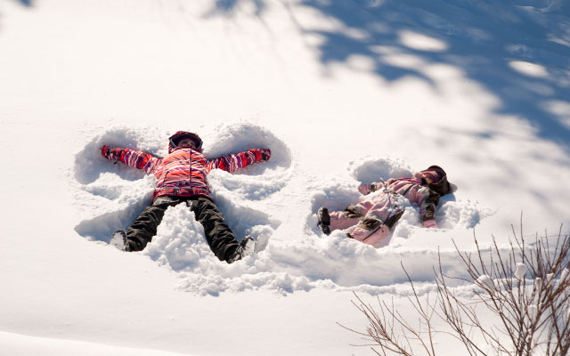kids making snow angels